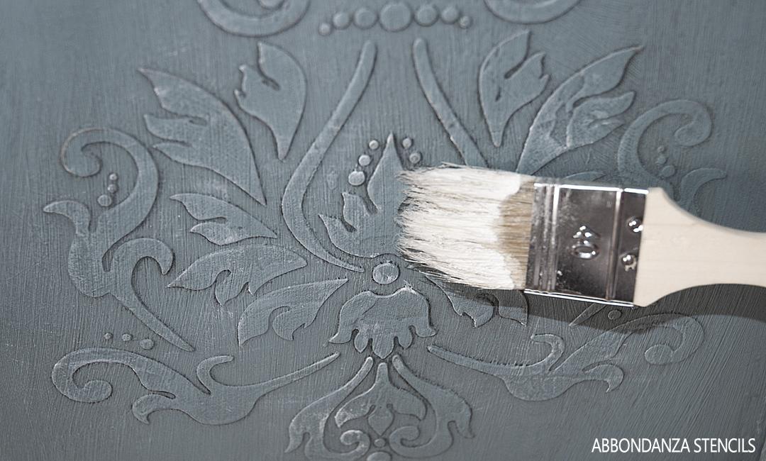 stencil aanbrengen in reliëf